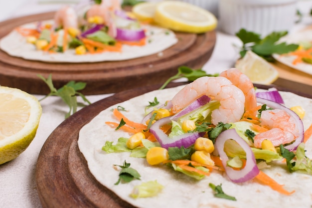 Close-up of shrimp and other food on pita Free Photo