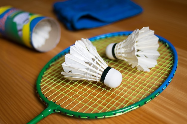 Close up shuttlecocks on racket badmintons at badminton courts Premium Photo