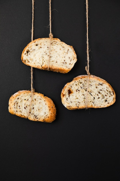 Close-up slices of bread tied with rope Free Photo