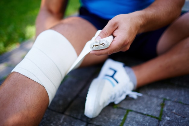 Close-up of sportsman with knee sprain Free Photo