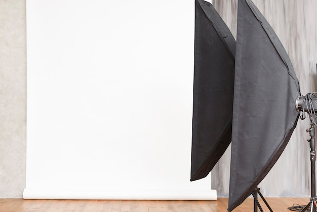 Close-up studio background with lights Free Photo