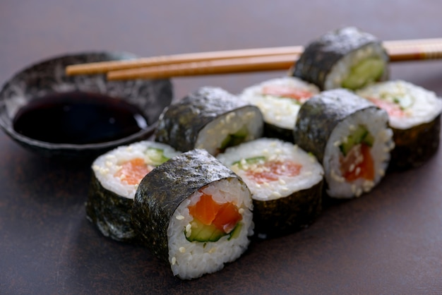 Close-up sushi roll Premium Photo