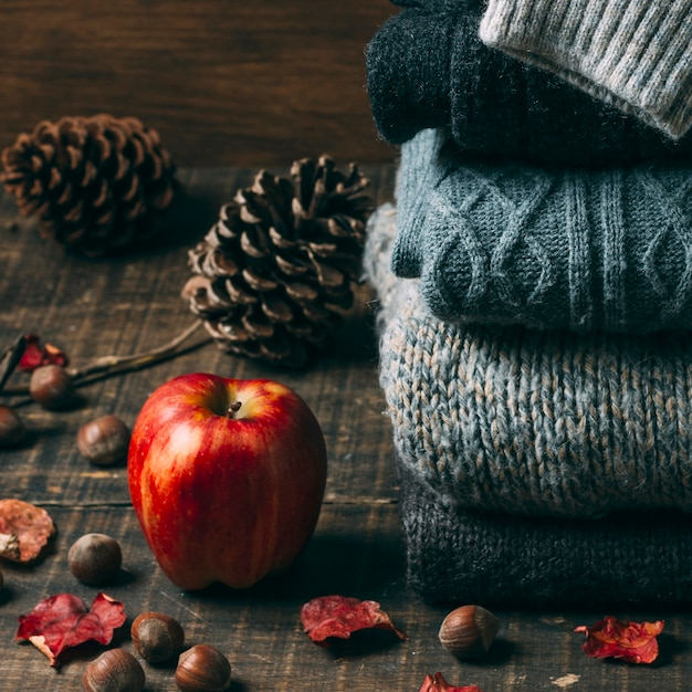 Close-up sweaters with an apple Free Photo