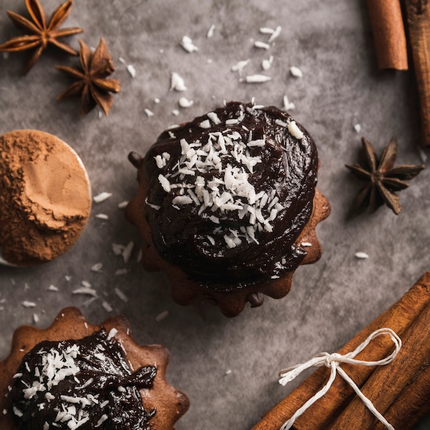 Close-up tasty muffins with chocolate Free Photo