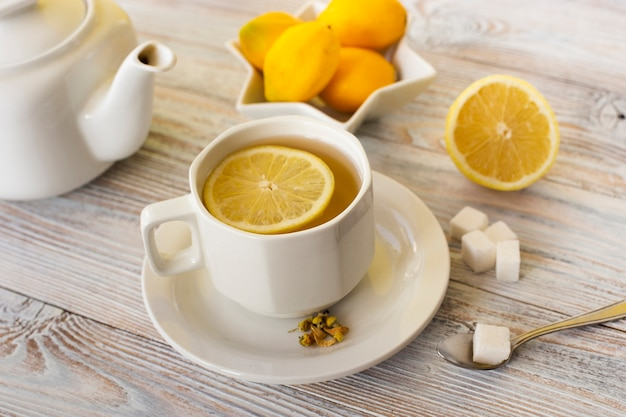 Close-up tea cup with lemon slice Free Photo