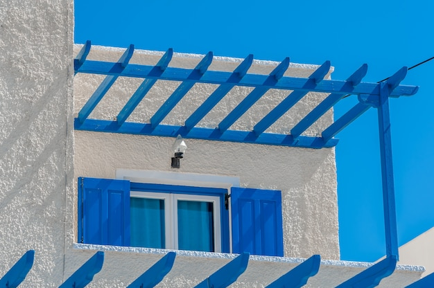 Close up on a traditional house in santorini Premium Photo