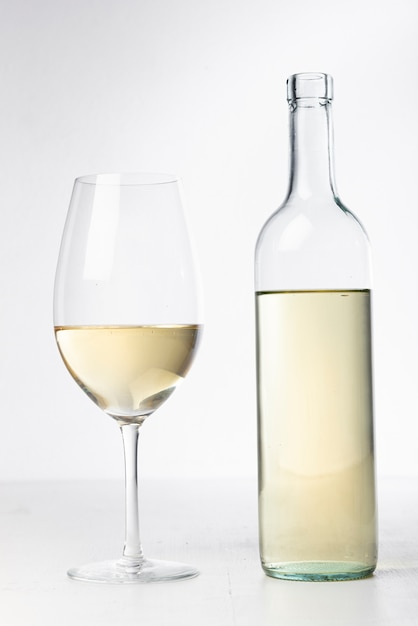 Close-up transparent wine bottle and glass Free Photo