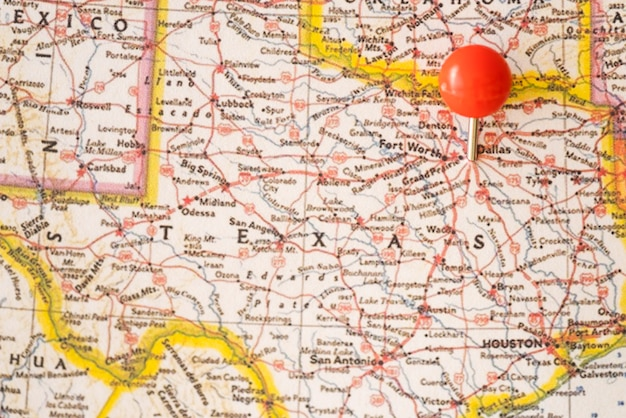 Close up united states of america map and red pinpoint Free Photo