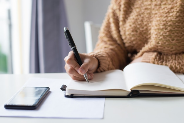 Close-up of unrecognizable lady making notes Free Photo