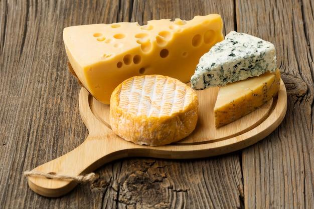 Разнообразие гурманов с сыром, готовое к употреблению Бесплатные Фотографии