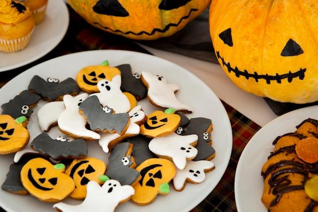 Vista ravvicinata di deliziosi biscotti di halloween Foto Gratuite