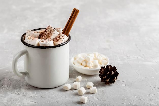Vista ravvicinata di deliziosa cioccolata calda Foto Gratuite