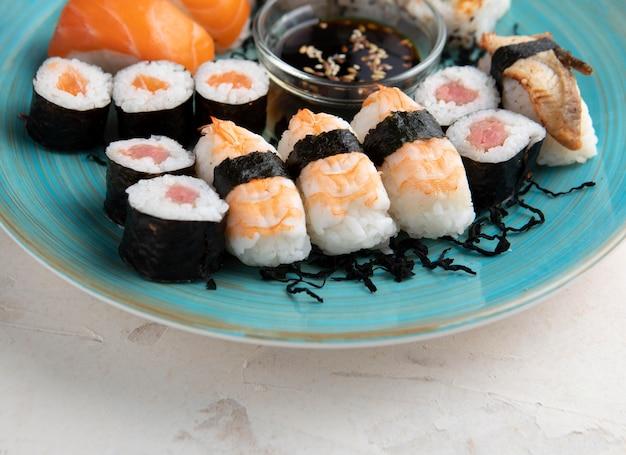 Vista ravvicinata del delizioso concetto di sushi Foto Gratuite
