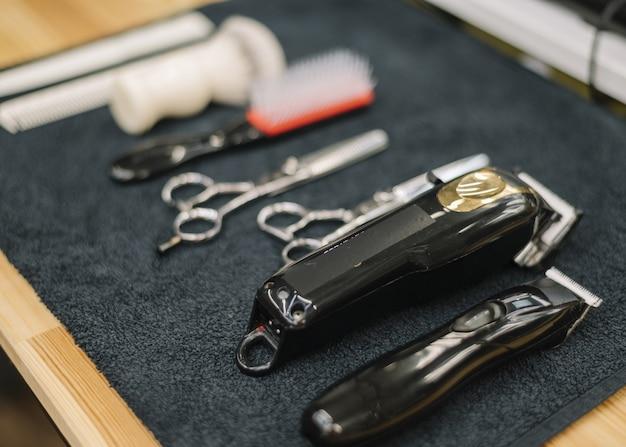 Крупным планом вид аксессуаров для парикмахерских Premium Фотографии