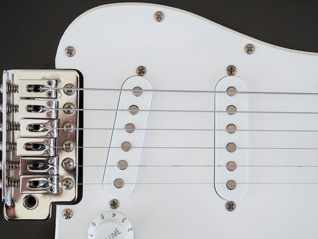 Крупным планом вид красивой гитары Бесплатные Фотографии