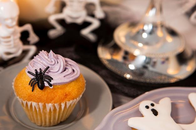 おいしいハロウィーンのカップケーキのクローズアップビュー 無料写真