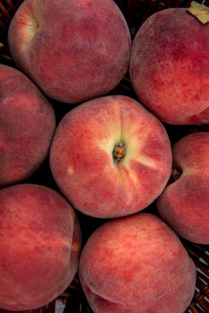 おいしいジューシーな新鮮な桃のクローズアップ表示 無料写真
