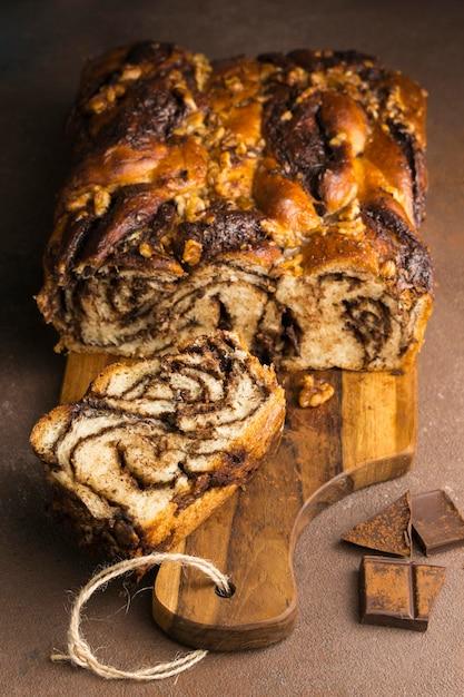 Крупным планом вид вкусного сладкого хлеба с кофе Бесплатные Фотографии