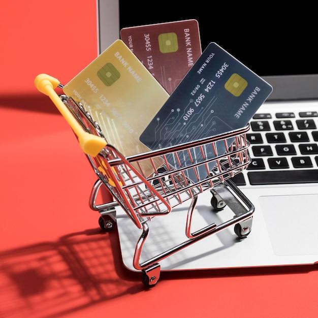 온라인 쇼핑 개념의 근접 촬영보기 프리미엄 사진