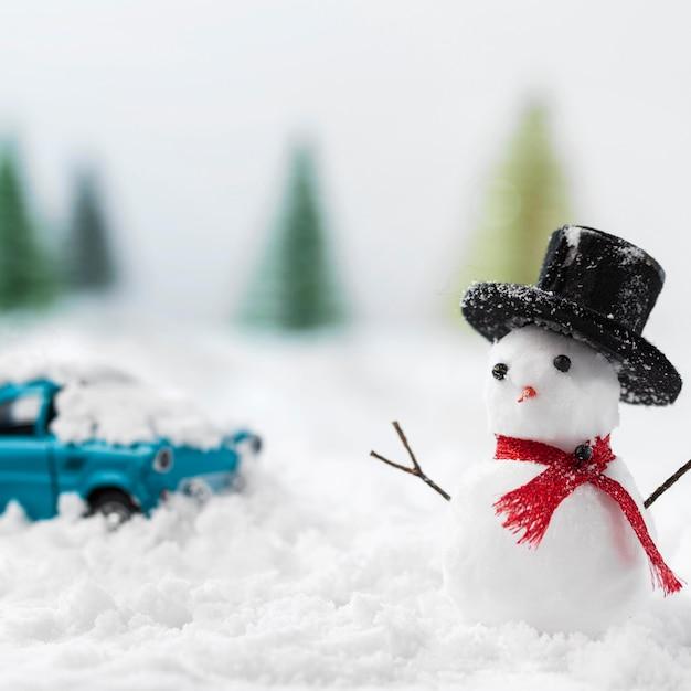 Крупным планом вид снеговика зимой концепции Бесплатные Фотографии