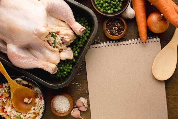 Крупным планом приготовления индейки на день благодарения Premium Фотографии