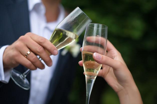 Close-up wedding glasses Premium Photo