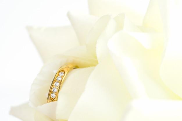 Close up of wedding ring Premium Photo
