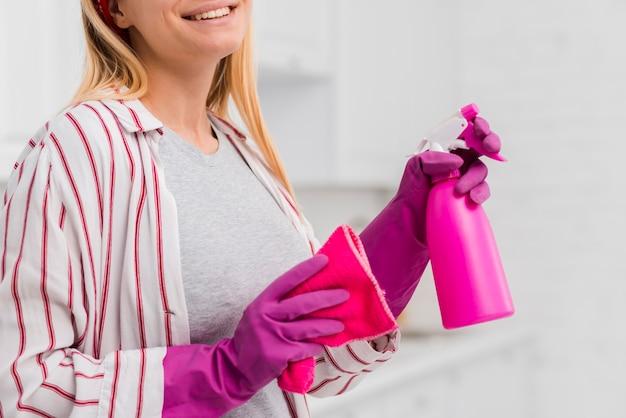 Крупный план уборщицы дома Бесплатные Фотографии