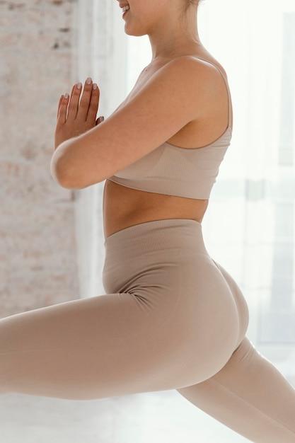 Крупным планом женщина упражнения Бесплатные Фотографии