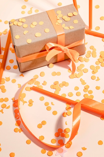 Подарочная коробка на столе Бесплатные Фотографии