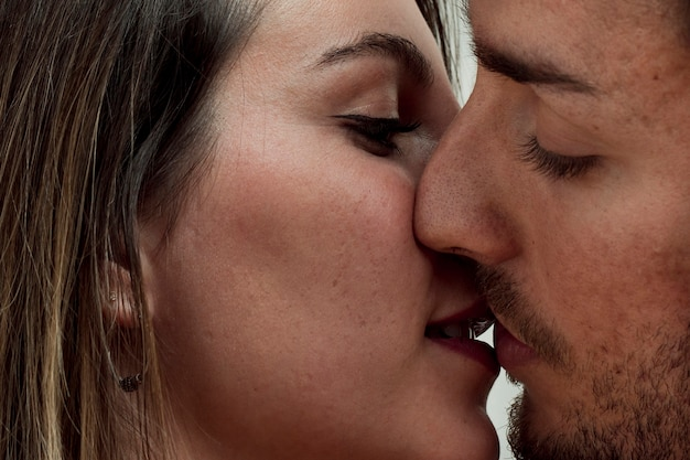 Close-up young couple kissing Free Photo
