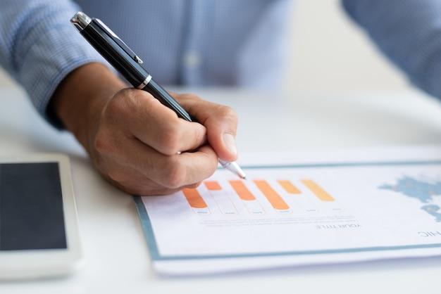 Closeup of business man studying diagram Free Photo