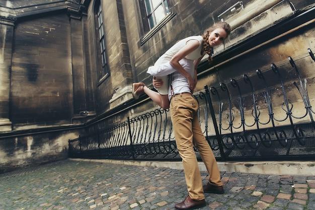 Крупным планом поцелуй свадьба lviv мужчина Бесплатные Фотографии