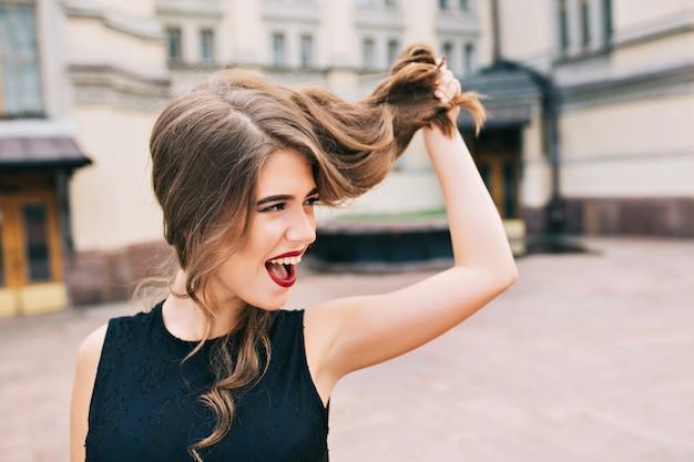 路上で効果的な女の子のポートレート、クローズアップ 無料写真