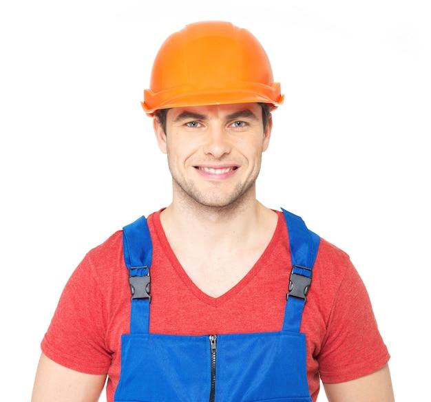 白い背景で隔離の制服を着た幸せな労働者のクローズアップの肖像画 無料写真