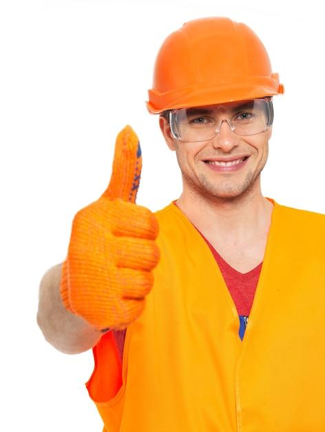笑顔の職人のクローズアップの肖像画は、白い背景で隔離のオレンジ色の保護ユニフォームでサインアップ 無料写真