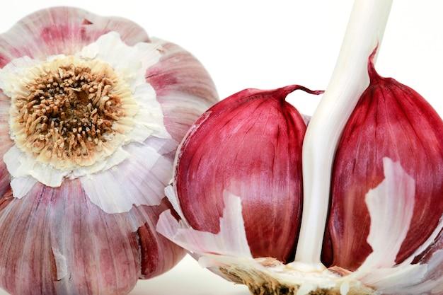 Closeup of raw garlic bulb Premium Photo