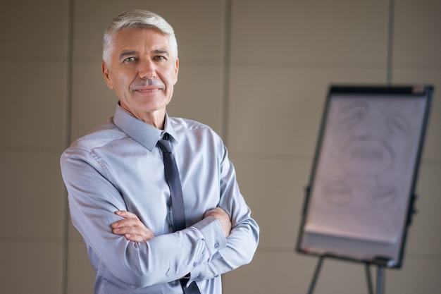 Closeup of senior lecturer with arms crossed Free Photo