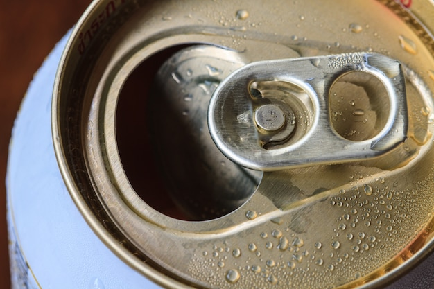 Closeup shot from the pull ring on a beverage can Premium Photo