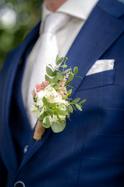 Closeup shot of a groom with a blue suit at the time of a wedding Free Photo