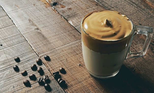 Closeup shot of iced dalgona coffee, fluffy creamy whipped coffee. Free Photo