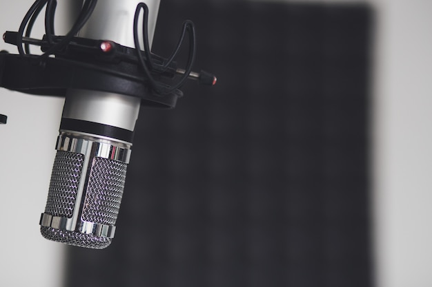 Closeup shot of a microphone in a room Free Photo