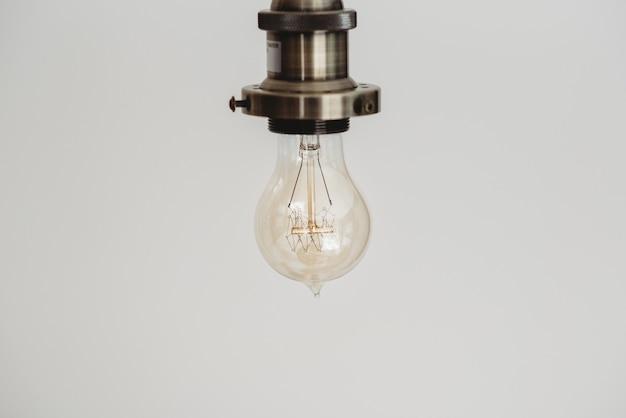 Макрофотография выстрел из лампочки в белом Бесплатные Фотографии