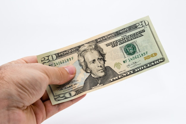 Снимок крупным планом человека, держащего долларовую купюру Бесплатные Фотографии