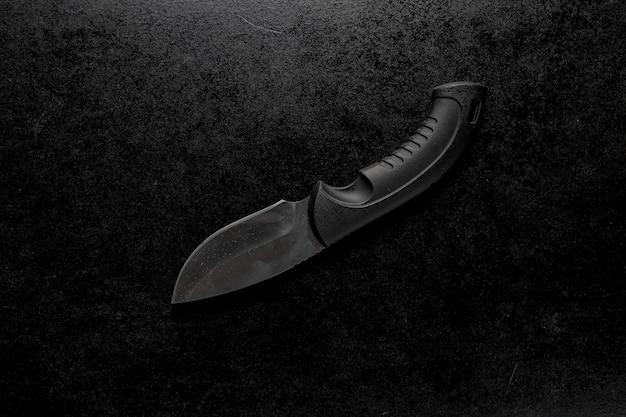 黒いホルダー付きのedcポケットナイフのクローズアップショット 無料写真