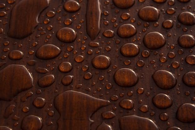 木の表面に水滴のクローズアップショット 無料写真