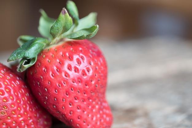 新鮮な熟したイチゴのクローズアップショット 無料写真