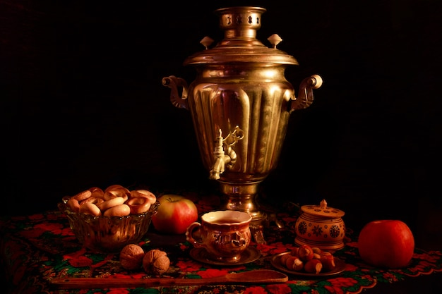 Closeup shot of a samovar in a beautiful interior setting Free Photo