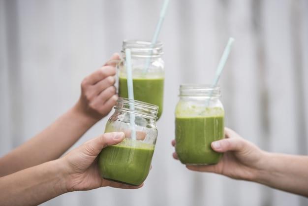Closeup shot of tasty green vegan fresh smoothie Free Photo