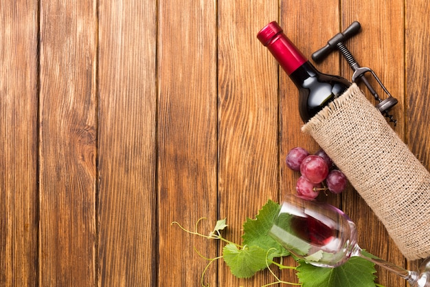 Cloth cover for red wine with copy space Free Photo